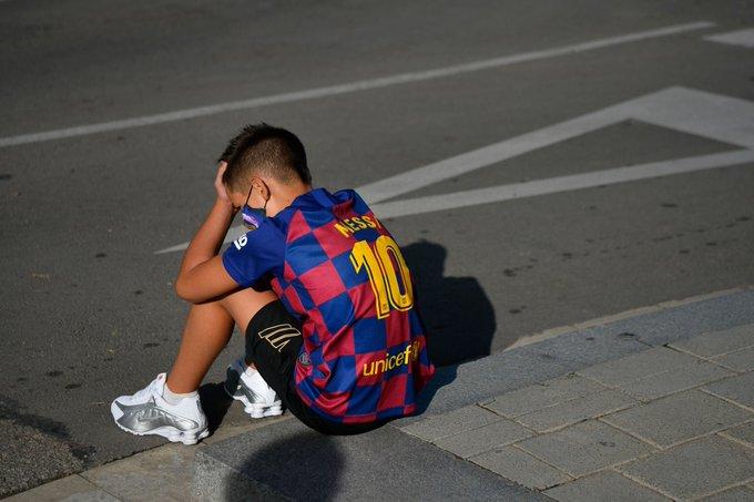 مشجع صغير لبرشلونة