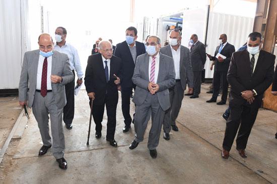وزير الإنتاج الحربى يزور شركة IDWT (3)