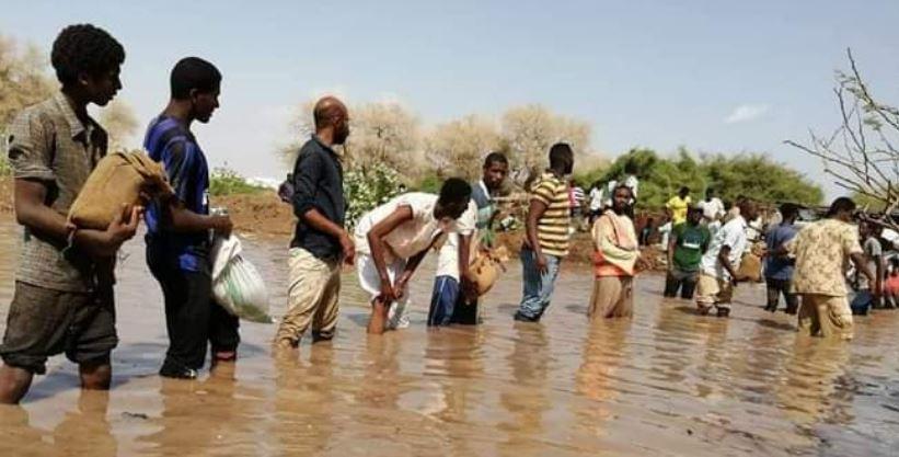 مساعدة في السطيرة على الفيضان