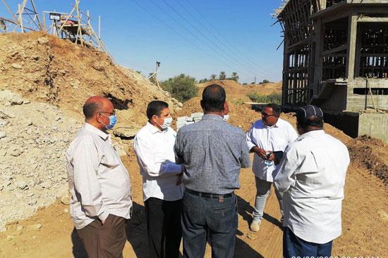 لجنة وزارة الرى تتفقد أعمال تأهيل الترع الجارية  (3)