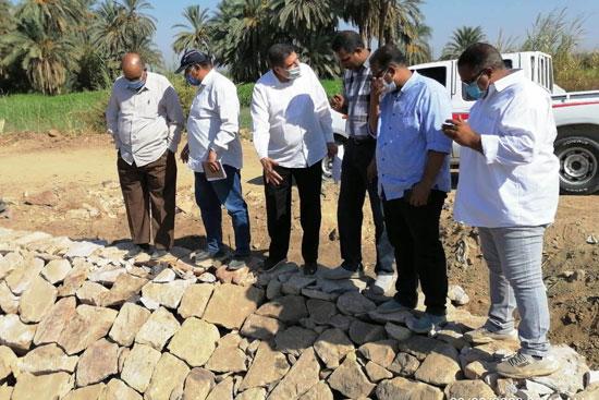 لجنة وزارة الرى تتفقد أعمال تأهيل الترع الجارية  (1)