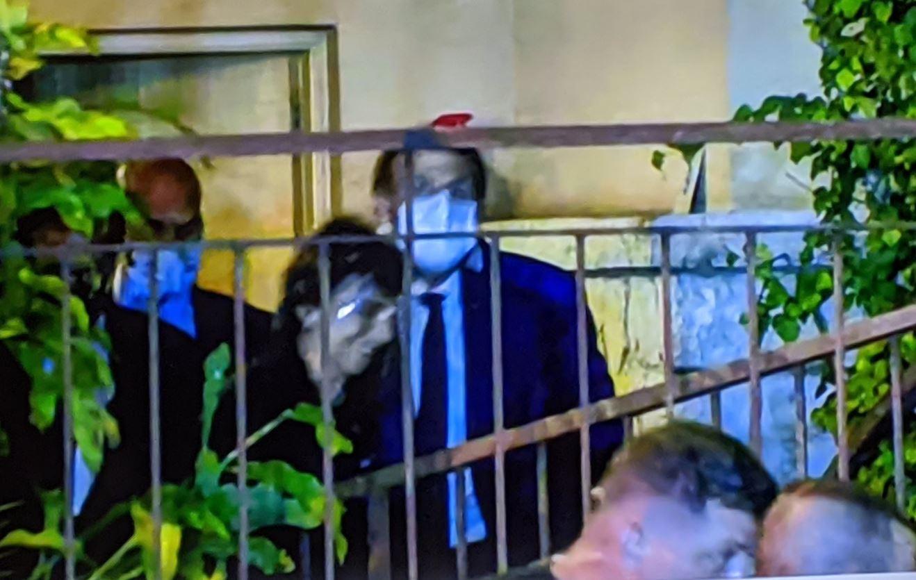 دخول الرئيس الفرنسي ماكرون إلى منزل فيروز برفقة ريما الرحباني
