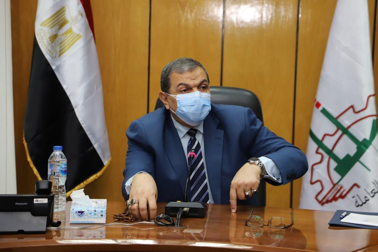 اجتماع وزير القوى العاملة مع رؤساء الإدارات المركزية ومديرى العموم بالوزارة  (1)