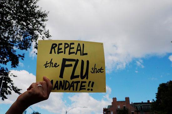 47012-متظاهر-يشارك-في-مسيرة--لا-لقاح-إلزامي-ضد-الإنفلونزا-في-ولاية-ماساتشوستس