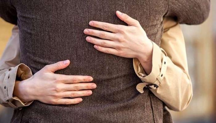 133-012309-fraud-italy-hug-elderly-technique_700x400