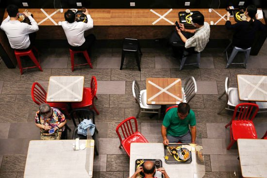 57574-علامات-واضحة-للتبادل-الاجتماعي-في-مطاعم--هونج-كونج-الصين