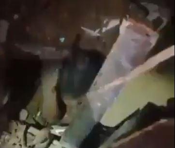 لحظة انتشال طفلة على قيد الحياة بعد 24 ساعة من انفجار بيروت  (3)