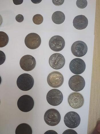 محاولة تهريب عدد من العملات الأثرية والتاريخية  (3)