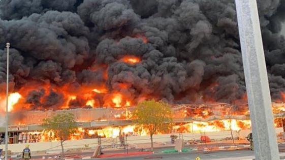 حريق سوق في الامارات