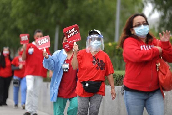 مظاهرات للأطقم الطبية فى كاليفورنيا