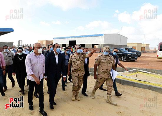 رئيس الوزراء يتفقد سوق الجملة ببرج العرب (4)