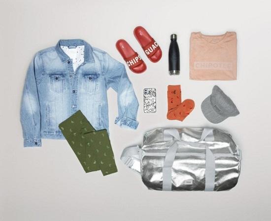 ملابس وحقيبة