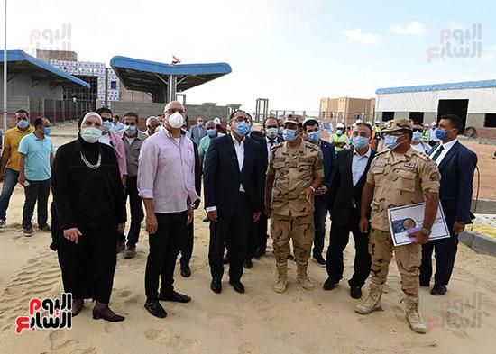 رئيس الوزراء يتفقد سوق الجملة ببرج العرب (5)