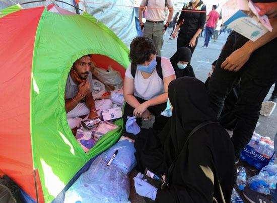 متطوعون يجمعون مساعدات لتوزيعها على المتضررين من انفجار بيروت