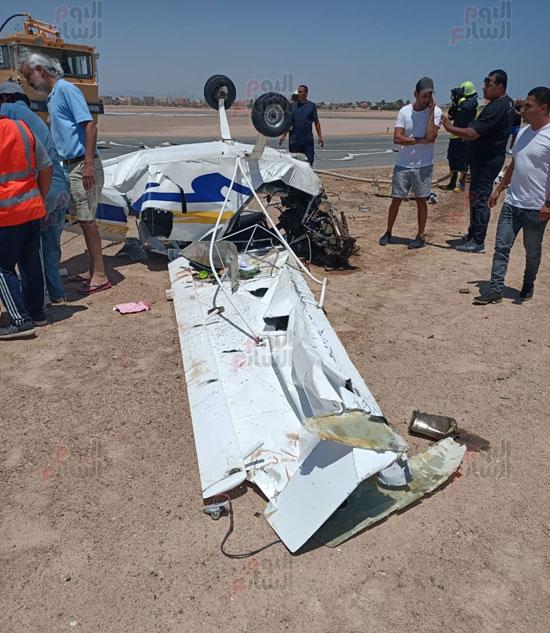 سقوط طائرة خاصة فى مهبط مطار الجونة بالغردقة (3)
