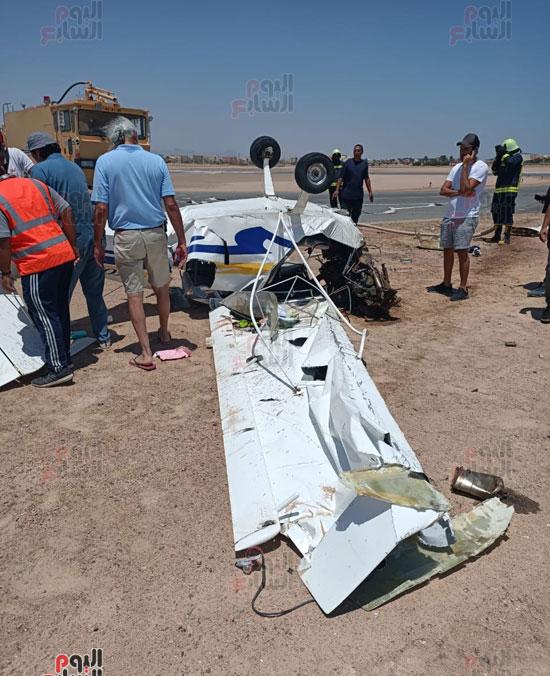 سقوط طائرة خاصة فى مهبط مطار الجونة بالغردقة (4)