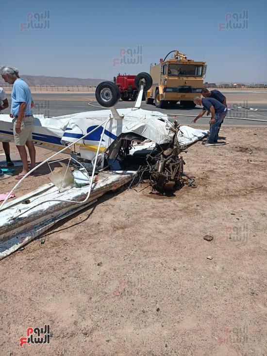 سقوط طائرة خاصة فى مهبط مطار الجونة بالغردقة (2)