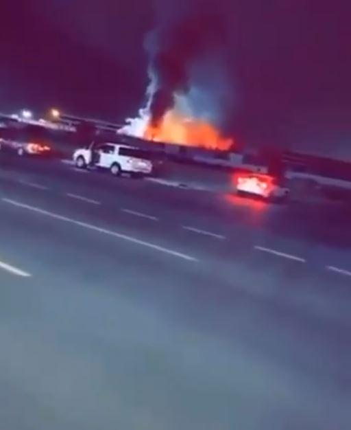 اندلاع حريق في ساحة قطار الحرمين بالسعودية (1)