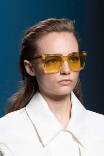 نظارة شمسية صفراء