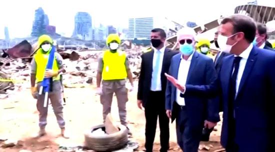 ماكرون فى موقع انفجار ميناء بيروت