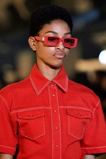 نظارة ملونة
