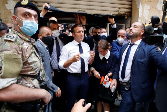 ماكرون فى الشوارع المتضررة فى بيروت