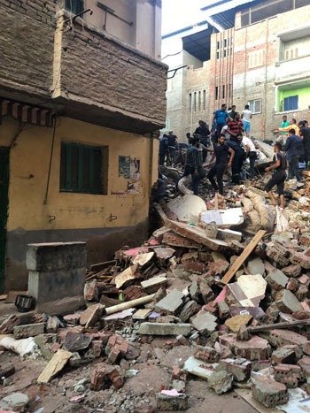انهيار منزل من 5 طوابق بالمحلة (4)