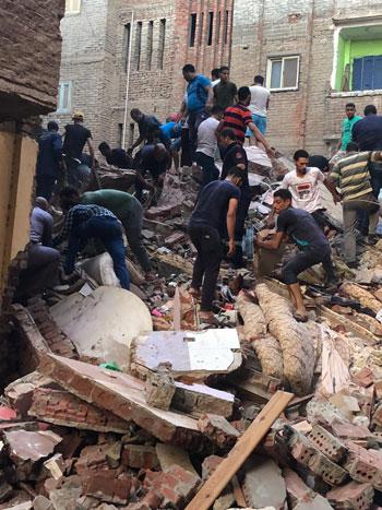 انهيار منزل من 5 طوابق بالمحلة (2)