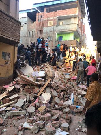 انهيار منزل من 5 طوابق بالمحلة (1)
