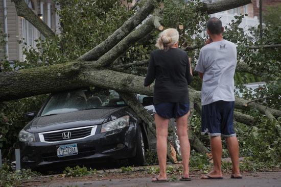 أثار إعصار أسياس بأمريكا