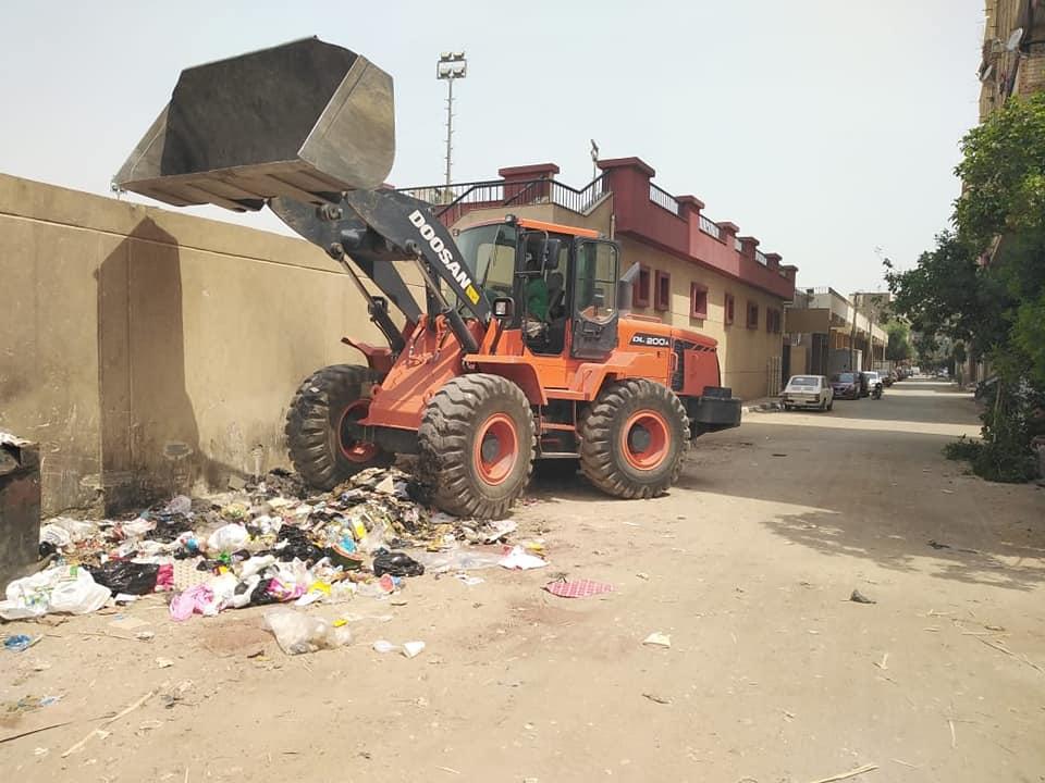 رفع 12 طن قمامة وتراكمات فى حمات نظافة بحى جنوب مدينة الأقصر (2)