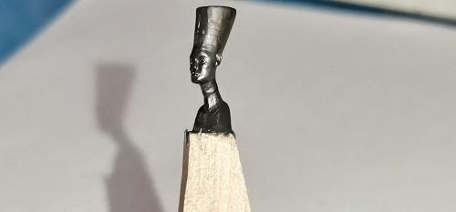 النحت على سن القلم الرصاص (13)