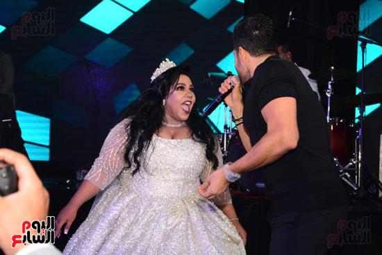شيماء سيف تتفاعل مع غناء حماقى فى حفل زفافها