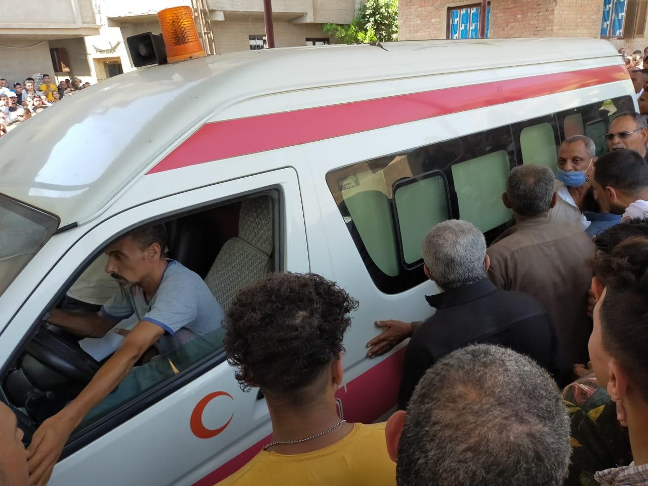 أهالى الغربية يودعون جثامين ضحايا انفجار مرفأ بيروت (3)