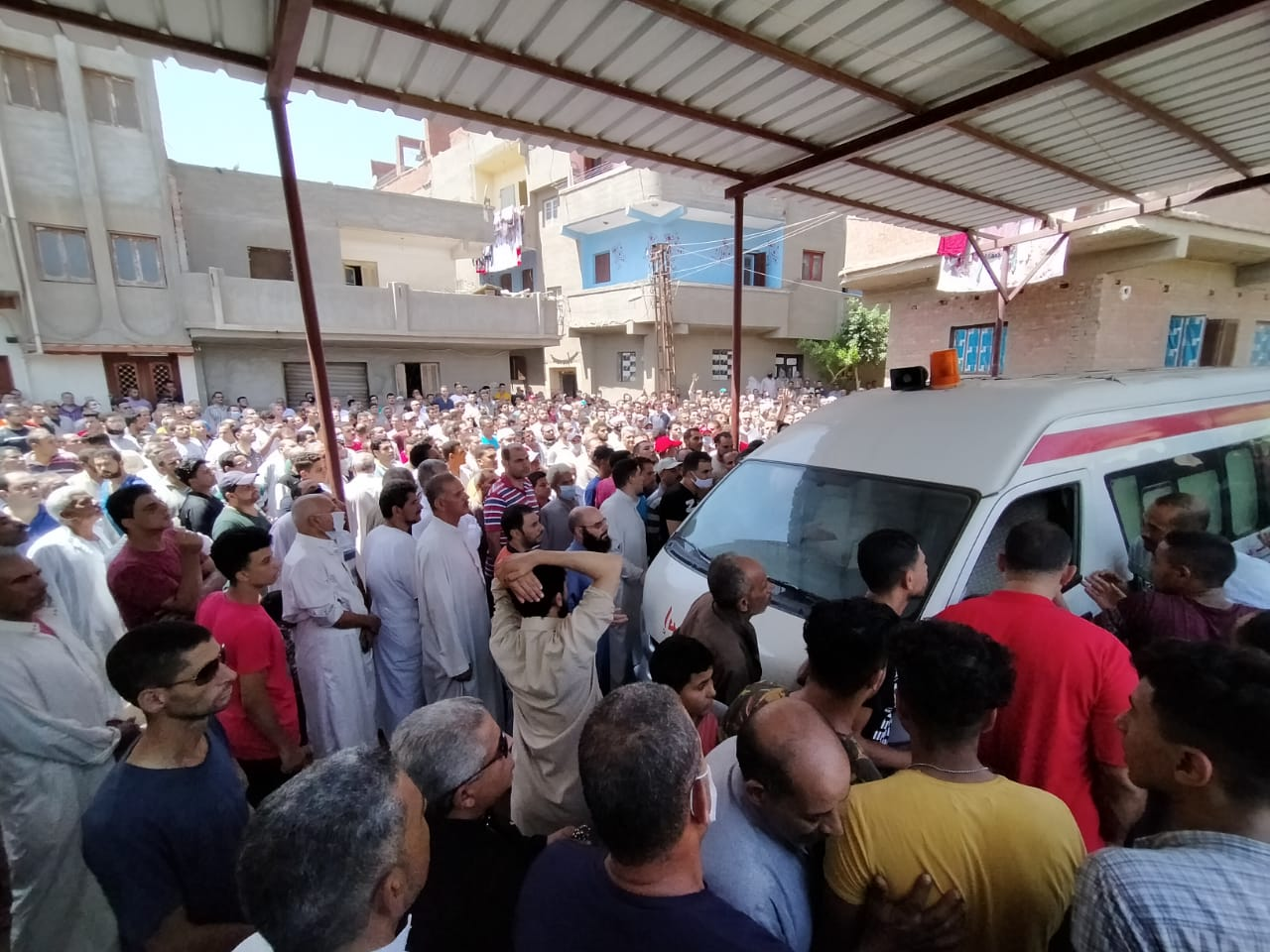 أهالى الغربية يودعون جثامين ضحايا انفجار مرفأ بيروت (4)