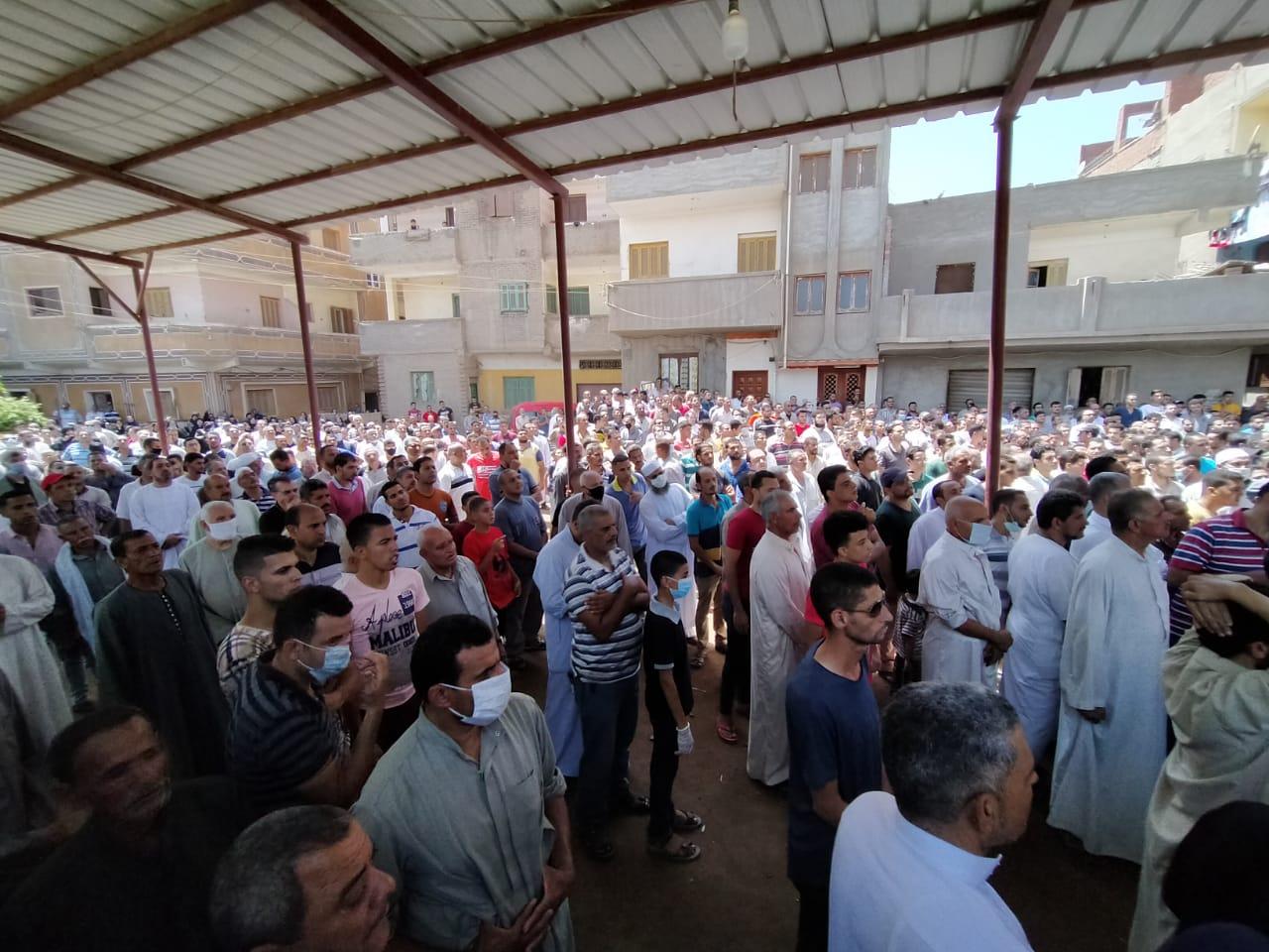 أهالى الغربية يودعون جثامين ضحايا انفجار مرفأ بيروت (7)