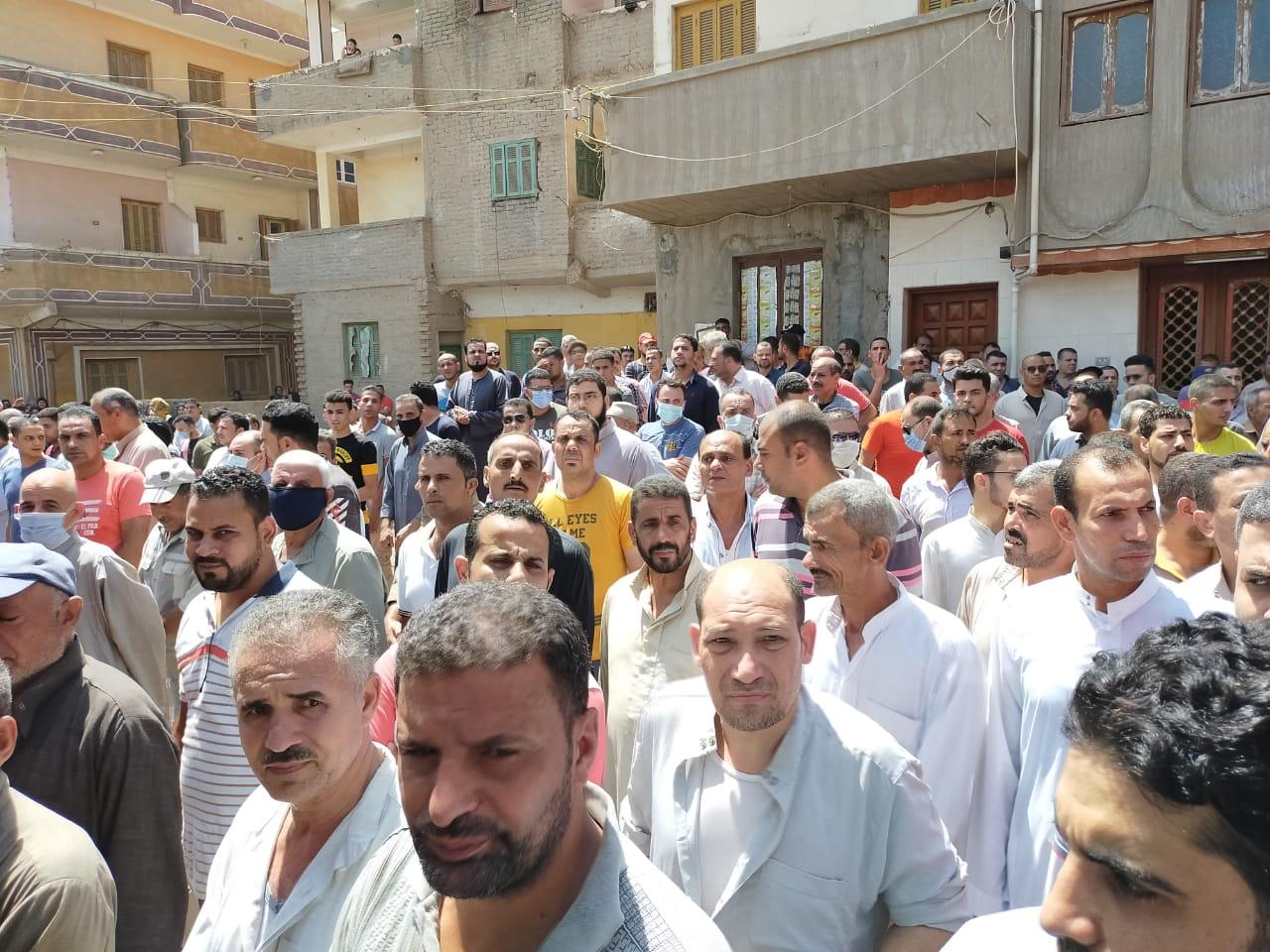 أهالى الغربية يودعون جثامين ضحايا انفجار مرفأ بيروت (6)