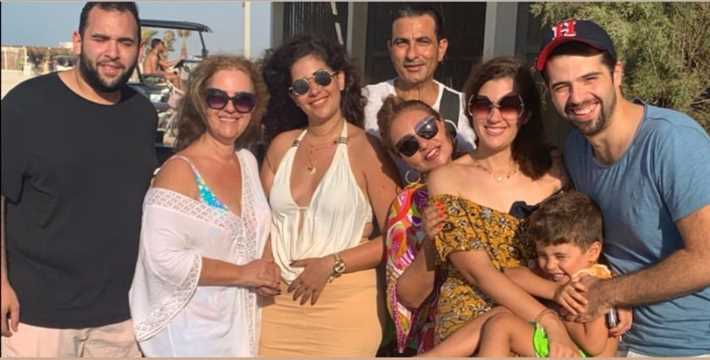 ليلى علوي تستمتع بالعطلة الصيفية برفقة أسرتها (2)