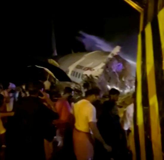 جانب من حادث انشطار طائرة ركاب هندية