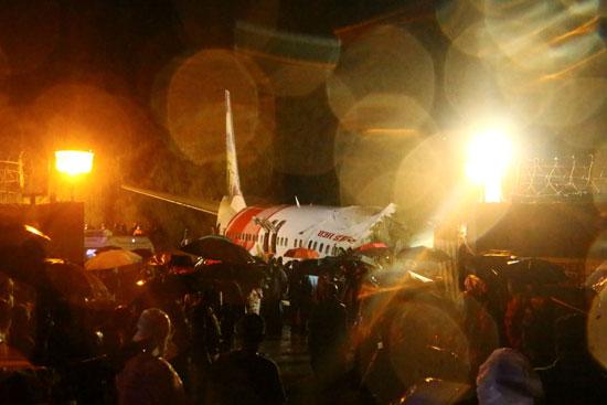 جانب من حادث تحطم الطائرة