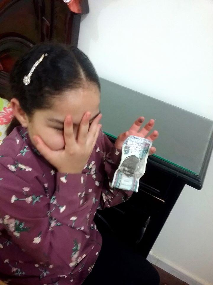 طفلة مصرية بـ 100 جنيه من مصروفها لضحايا تفجيرات لبنان (2)