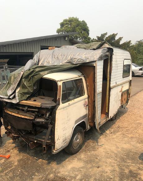 الشاحنة القديمة