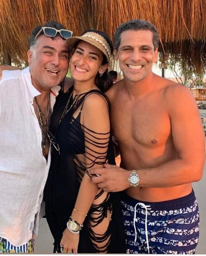 أمينة خليل في أحدث ظهور لها مع خطيبها وتامر حبيب في الساحل الشمالي