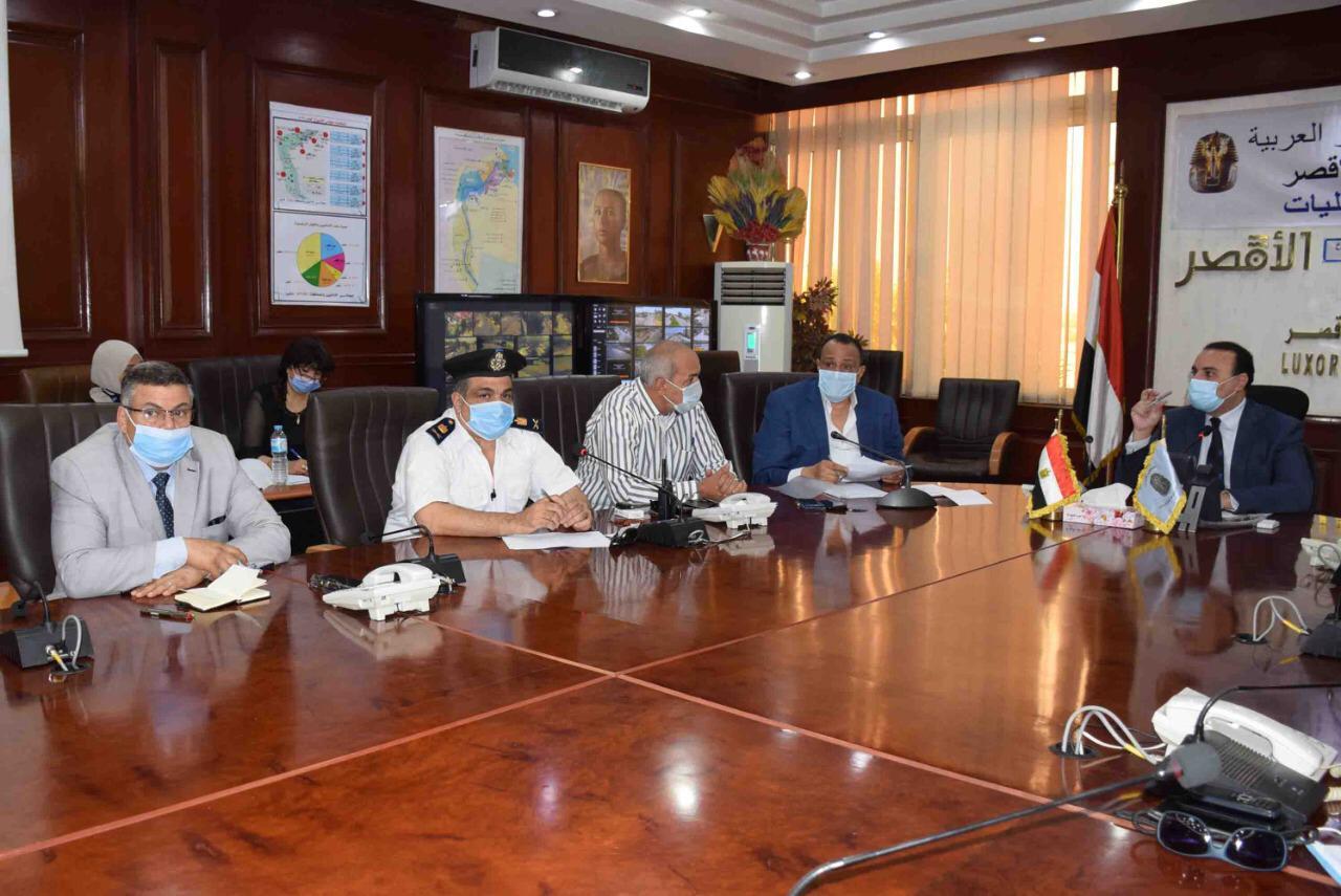 نائب محافظ الأقصر يعقد لقاء لمتابعة الإستعدادات النهائية لإنتخابات  (3)