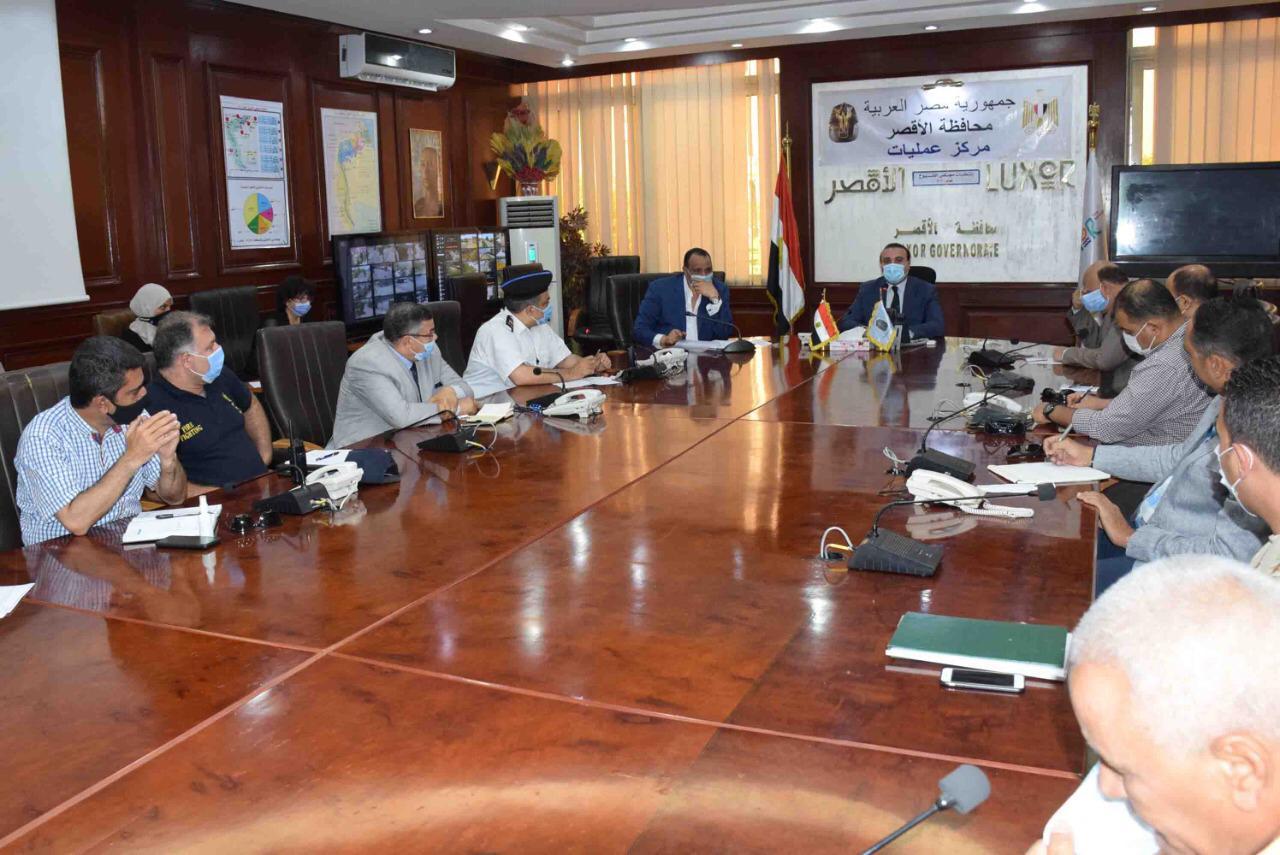 نائب محافظ الأقصر يعقد لقاء لمتابعة الإستعدادات النهائية لإنتخابات  (2)