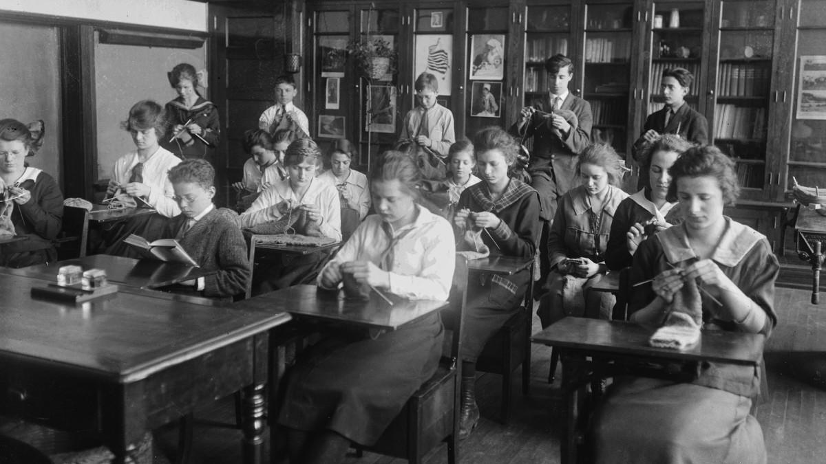 chicago-school-1918-gettyimages-567441957
