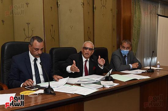لجنة الشؤون الدستورية والتشريعية (16)