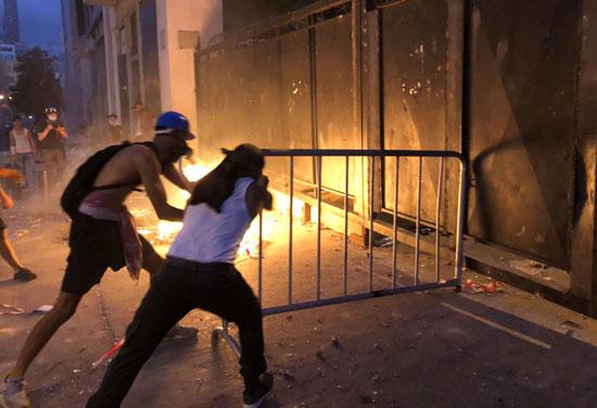 اشعال الحرائق فى شوارع بيروت