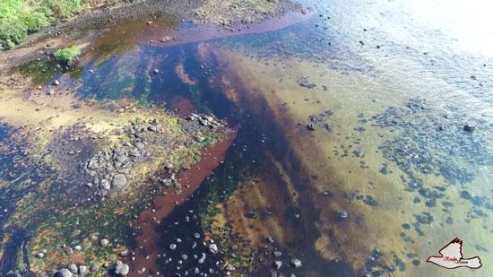 التلوث يصل إلى شواطئ الجزيرة