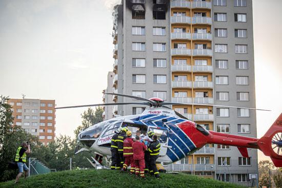 طائرة اسعاف لنقل المصاب
